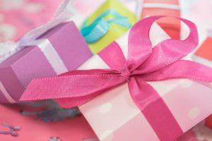 Praktyczne sposoby na pakowanie prezentów