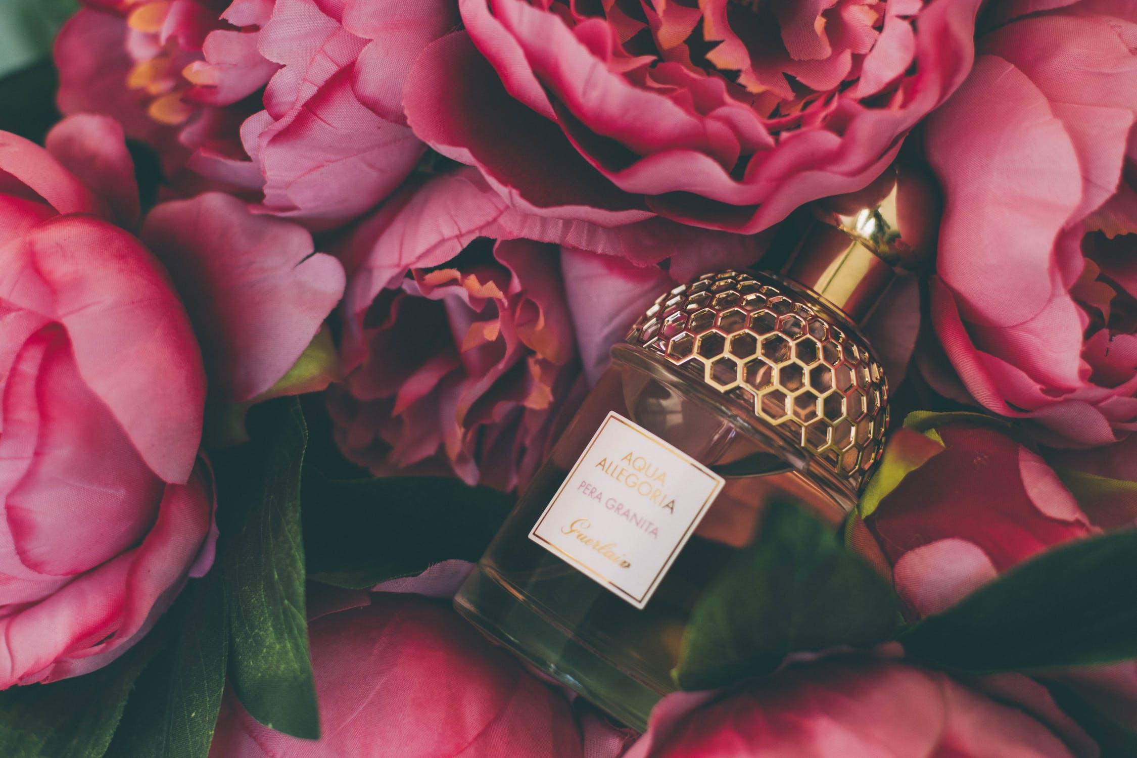 Wyjątkowy prezent na Dzień Babci. Jakie perfumy kupić babci?